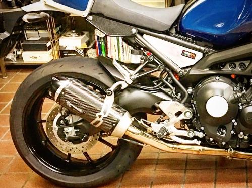 YAMAHA(ヤマハ)XSR900 リファインカスタム Two Brothers Racing(ツーブラザーズレーシング)のS1カーボンサイレンサー