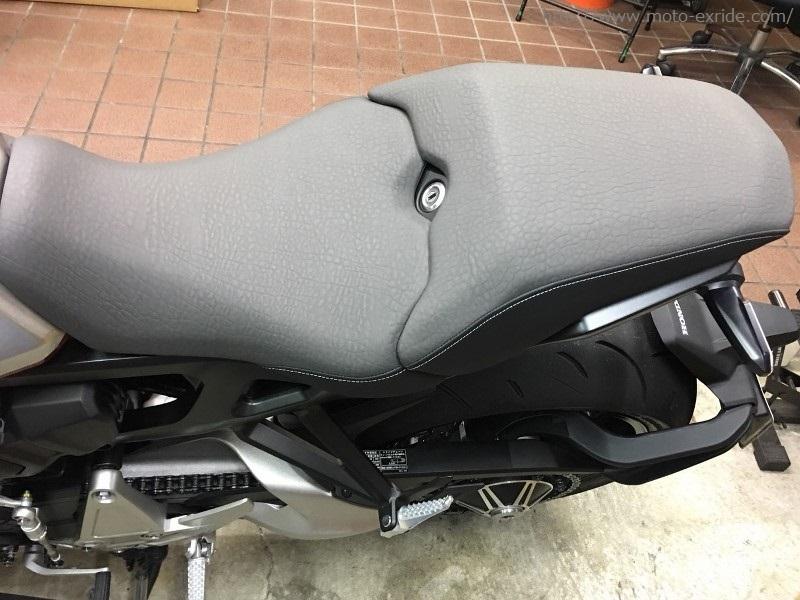 HONDA(ホンダ)CB1000R 2018モデル シートカスタム 上から/MOTO-EXRIDE(モトエクスライド)