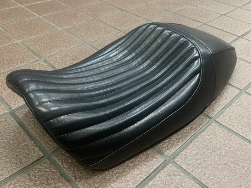 YAMAHA(ヤマハ)XSR900 シートカスタム 横ななめ/MOTO-EXRIDE(モトエクスライド)