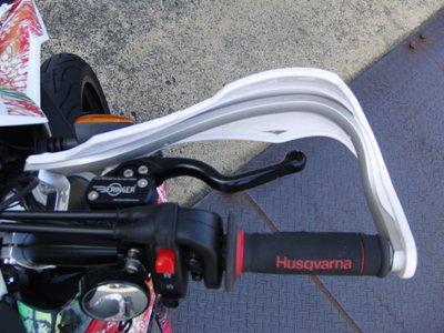 Husqvarna SMR511ワンオフスリップオンサイレンサー製作他カスタム ハンドル