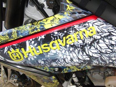 Husqvarna SMR511ワンオフスリップオンサイレンサー製作他カスタム 外装黒