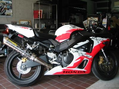 HONDA CBR929RR エクストリームバイクカスタム サイレンサー元の長さ
